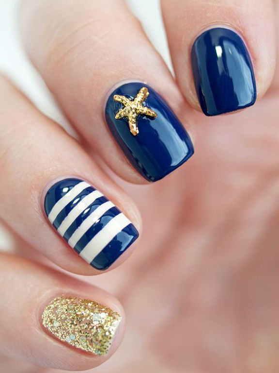 uñas esmalte azul marino