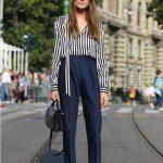 Cómo combinar un pantalón azul marino