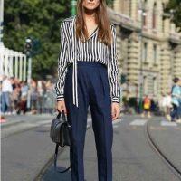 Cómo Combinar un Pantalón Azul Marino de Vestir