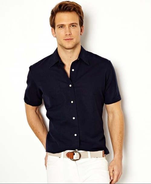 combinar camisa azul marino hombre