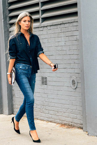 combinar camisa color azul marino mujer