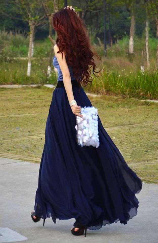 combinar falda azul marino de larga