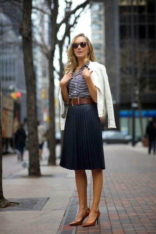combinar falda azul marino plisada
