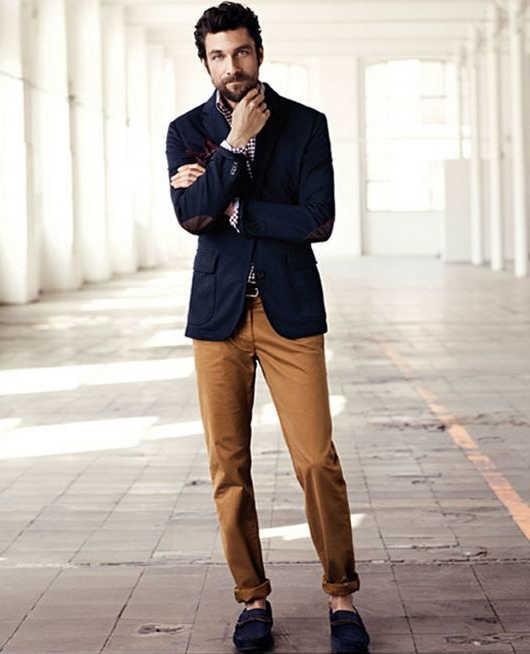 combinar un blazer azul marino hombre