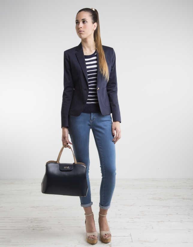 combinar un blazer azul marino mujer