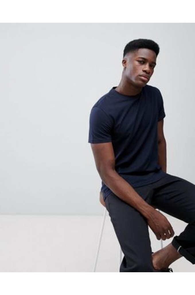 e2db5870fe ▷ Cómo Combinar una Camiseta   Azul Marino  para Hombre o Mujer