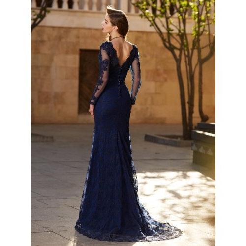 b2a94deea ▷ Descubre Cómo Combinar un   Vestido Azul Marino   para una Boda