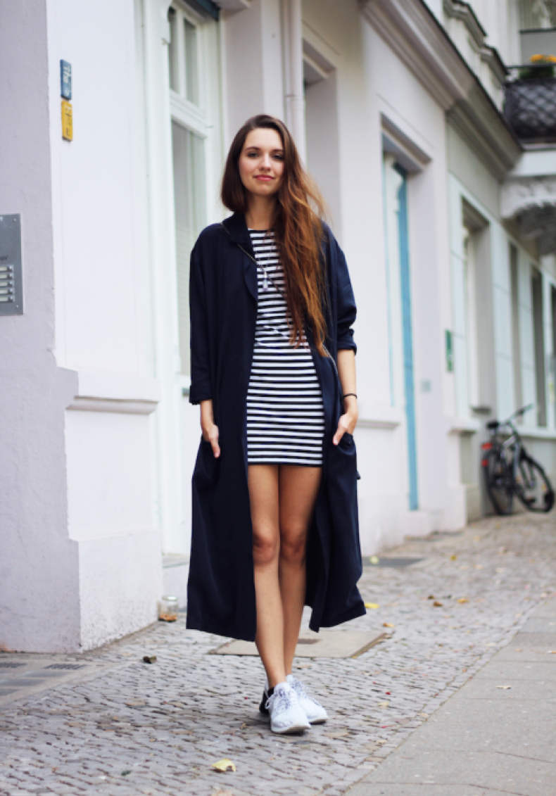 como combinar chaqueta azul marino mujer