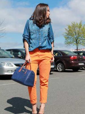 como combinar outfit bolso color azul marino