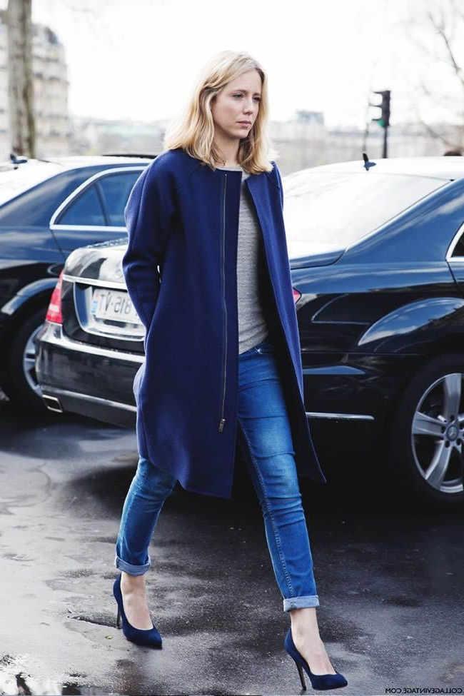 como combinar unos zapatos azul marino mujer
