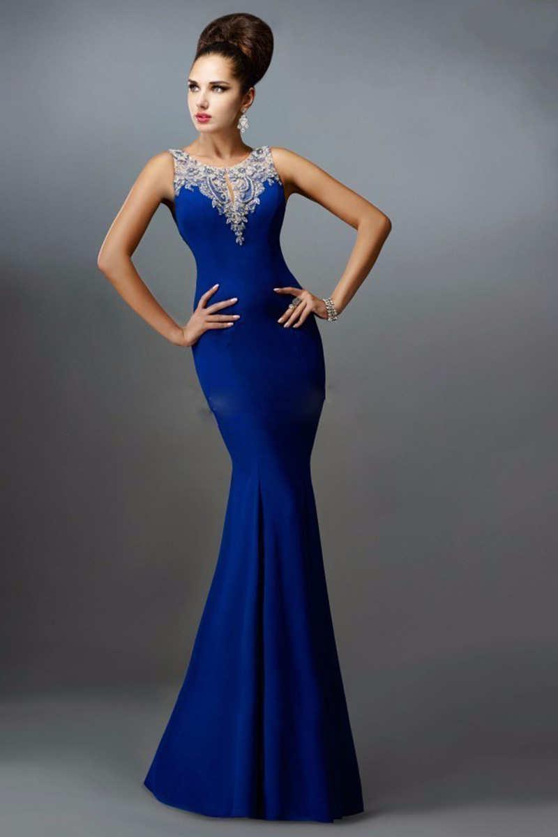 Maquillaje Y Zapatos Para Un Vestido De Color Azul Rey